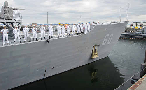 USS Rodney M. Davis departs Naval Station Everett for deployment