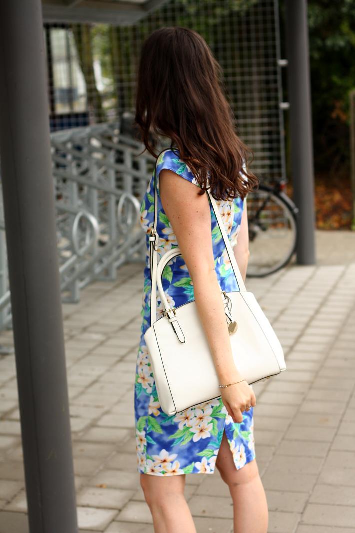 white purse emmy wieleman hawaiian print dress