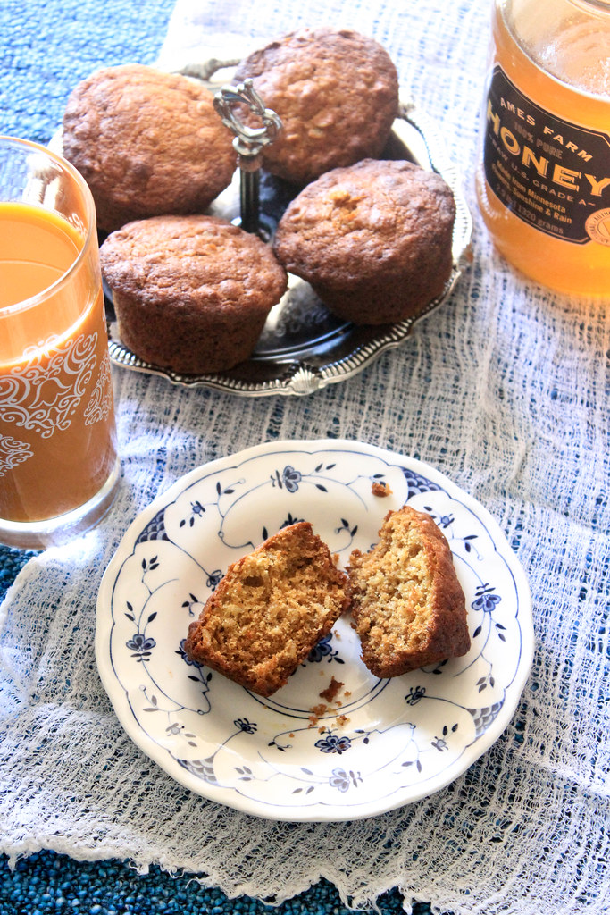WHOLEWHEAT HONEY & OATMEAL MUFFINS