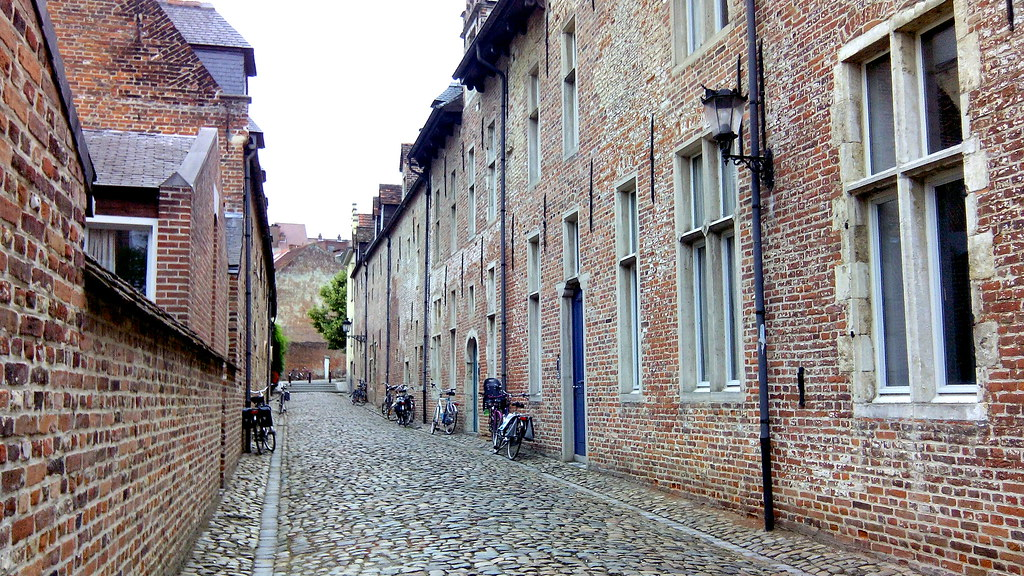 beguinage-louvain.jpg