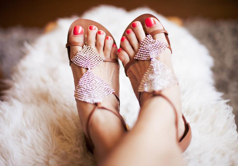 cute & little | drugstore summer beauty essentials | essie 'sunday funday' | #walgreensbeauty #shop