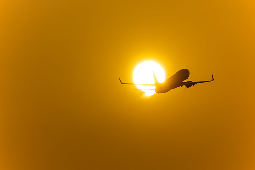 sunset japan airplane aircraft kobe 夕陽 日本 boeing 夕日 神戸 b737 飛行機 skymark 神戸空港 スカイマーク