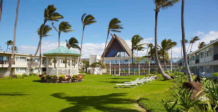 Maui_Beach_Hotel_Exterior_Courtyard_2