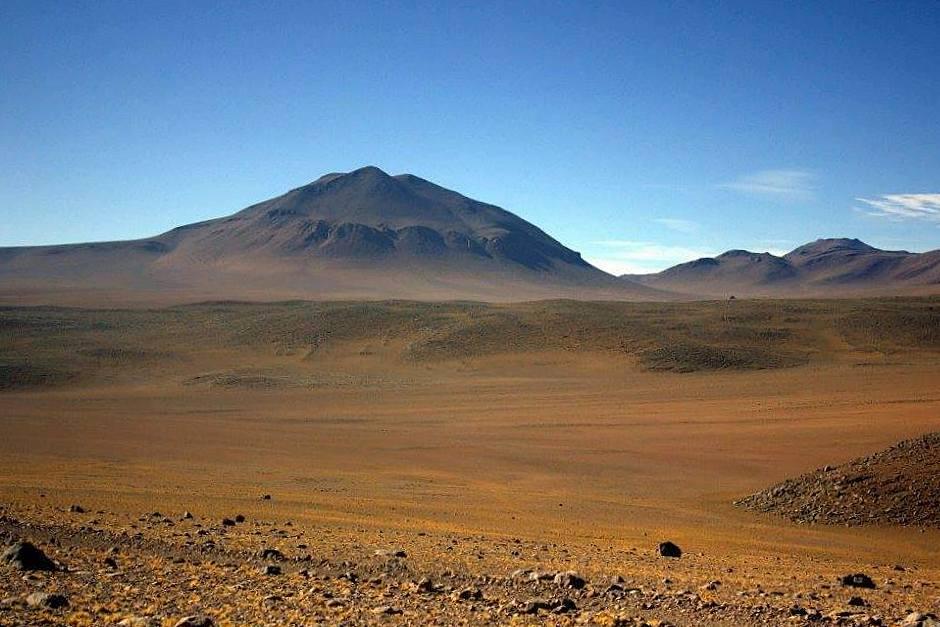 #travelbloggerindia #boliviatourism #southamerica #uyunisalvadordalidesert