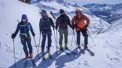 Marcin, Piotr, Kamil, Paweł i  ja (robie zdjęcie), po przejsciu kuluaru, w drodzen na przełęcz Col Basei 3176m.