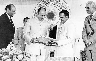 President Ziaul Haq gives the charter to the Aga Khan University