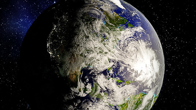 Earth #4 (April 2017)