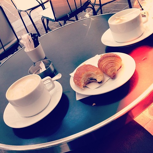 Breakfast in Paris  #paris #food #foodporn #croissant #painauchocolate #coffee #fun #travelwithme #travel #rightnow #bonjour #fashionblogger #fashionblogger_de #blogger #bloggerlife