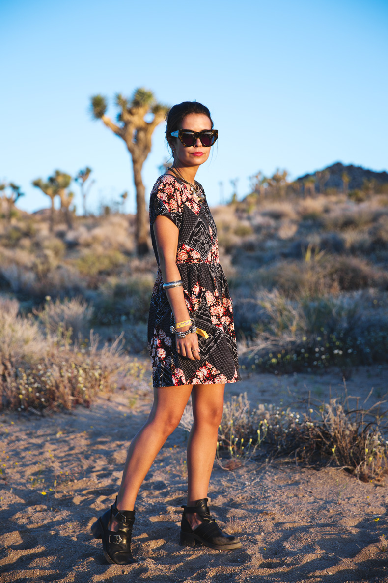 Joshua_tree-Coachella_2014-Festival_Outfit-Floral_Dress-Cut_Out_Boots-Braid-Desert-5