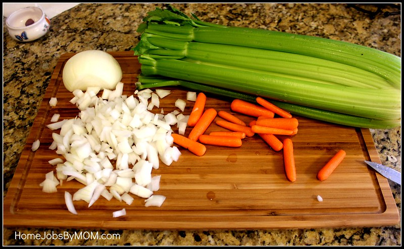 Krystle's Minestrone Soup Recipe + Surpahs 3-Layer Cross-Laminated Bamboo Cutting Board Review