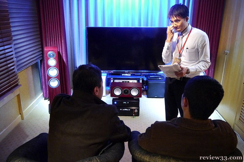 展出 Monitor audio 喇叭,以整合家居音響工程為主,圖中不少客人詳細詢問細節,小編亦不便打優,速速往其他房間繼續試聽