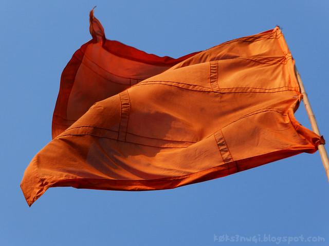 11 Pha Poak Red Flag at Peak