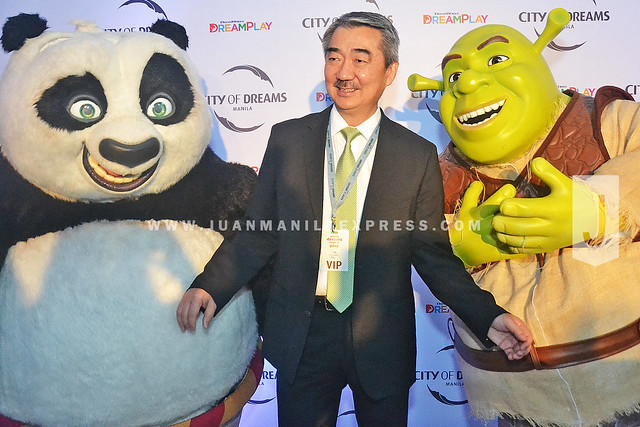 MUST BE A FAN OF DREAMWORKS ANIMATION. Even a VIP like Mr. Hans Sy couldn't resist to be photographed with Po and Shrek.