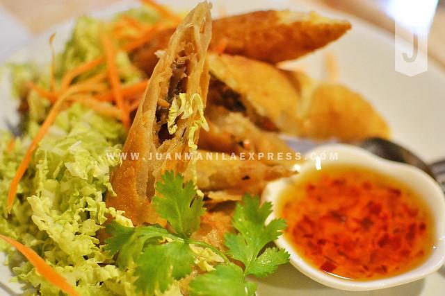 POH PIAH TOD. Thai Fried Spring Rolls.