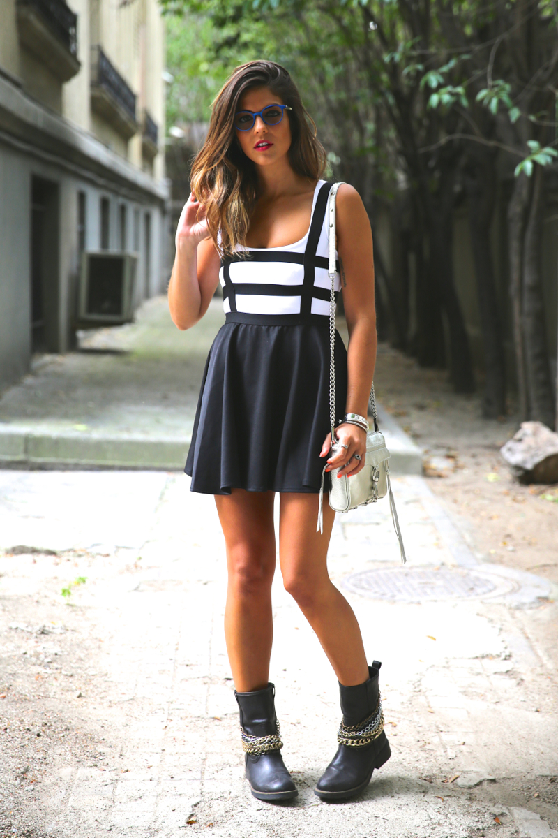 trendy_taste-look-outfit-street_style-ootd-blog-blogger-fashion_spain-moda_españa-natalia_cabezas-rocky-botas_moteras-steve_madden-silver_bag-bolso_plata-transition-vestido_rayas-striped_dress-13