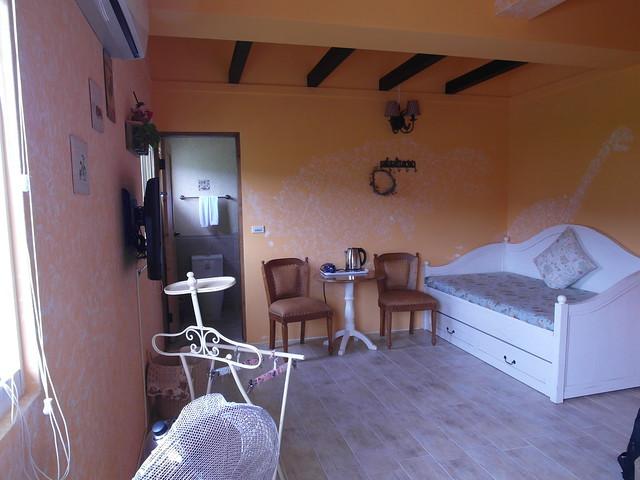 我們住的雙人房「晨曦」,有一張沙發床@宜蘭心森林民宿1N