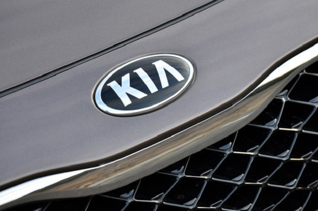 11-2014-kia-cadenza-review-1