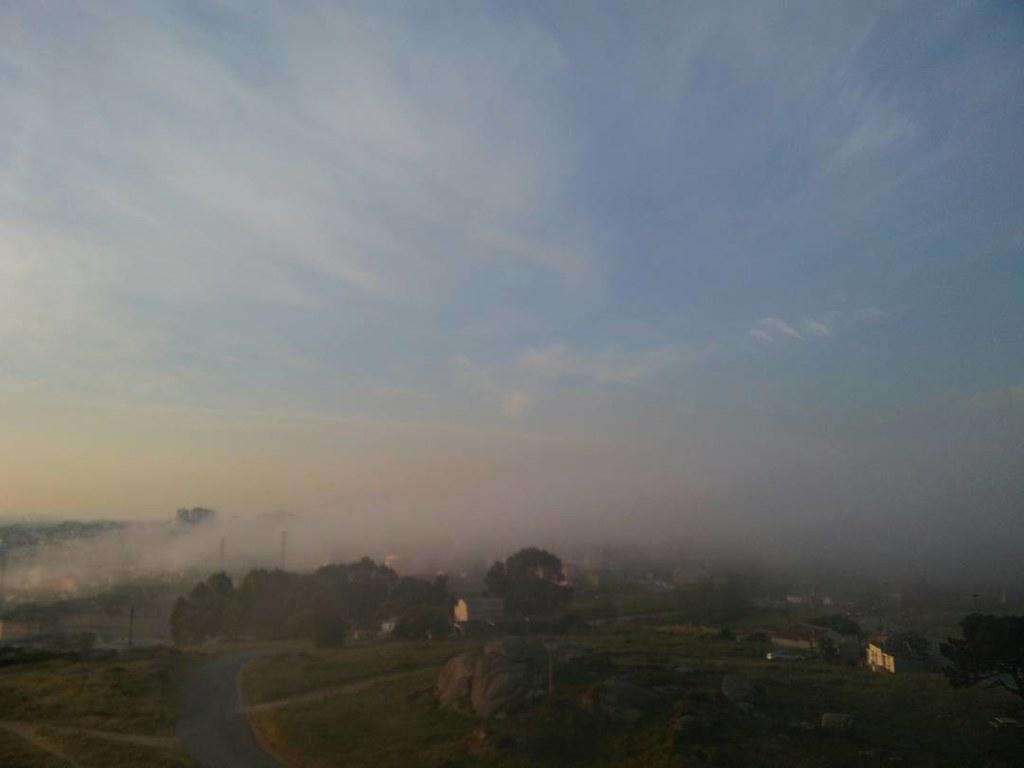 Nubes altas y niebla para empezar el lunes. #Coruña #photography #mondayphoto