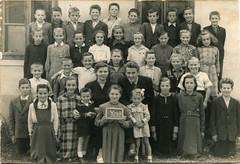 Generacija '54.-'55., ravnatelj Martinez Franjo, razrednica Marcioš Matilda