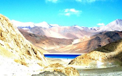 india mountain lake mountains asia kashmir himalayas ladakh pangong pangongtso pangonglake 3idiots colddesert