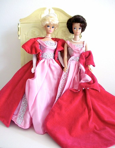 Barbie repro Sophisticated Lady 2000  + vintage Bubblecut 1962 wearing Sophisticated Lady 1963