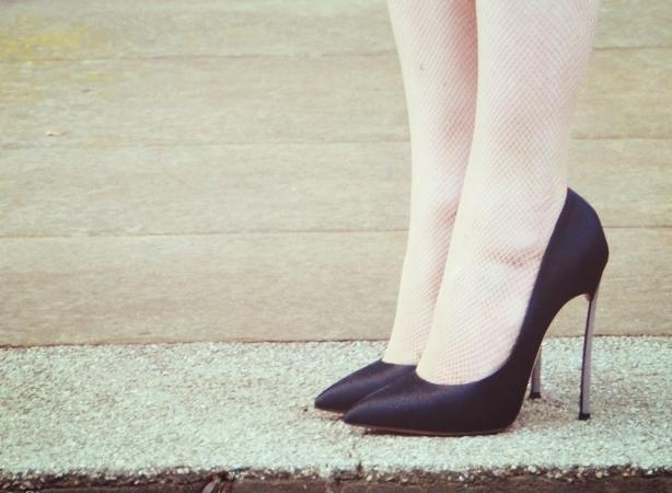 這casadei blade高跟鞋真不是我要說漂亮到不行可是越漂亮的東西就越要付出代價除了金錢以外還有考驗穿高跟鞋的能力 433a1d78750