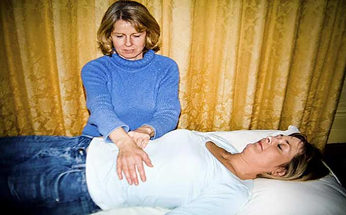 Curar o sanar en una reiki sesion