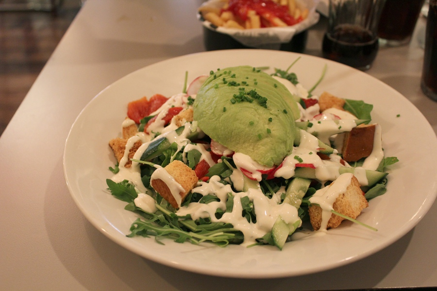london-restaurant-salad-avocado-tasty-healthy