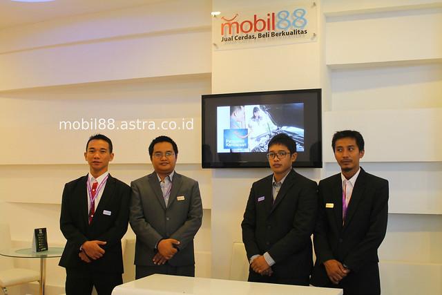 Kunjungi Booth mobil88 di IIMS 2014