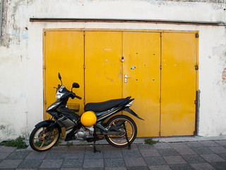 053 Yellow