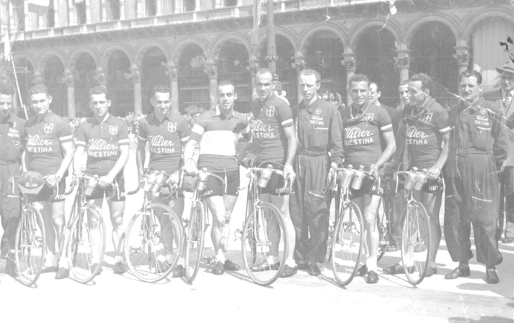 1950 - Wilier Triestina da sx: 2 Grosso Adolfo, 3 Selvatico Selvino, 4 Bof Bortolo, 5 Bevilacqua Antonio (camp. italiano), 7 Cottur Giordano (Ds), 8 Moresco Rinaldo, 9 Barbiero Renato. Foto di Bertazzini di Torino.
