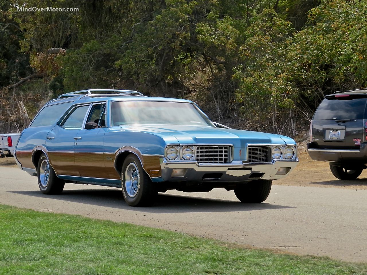 1972 Oldsmobile Vista Cruiser Front