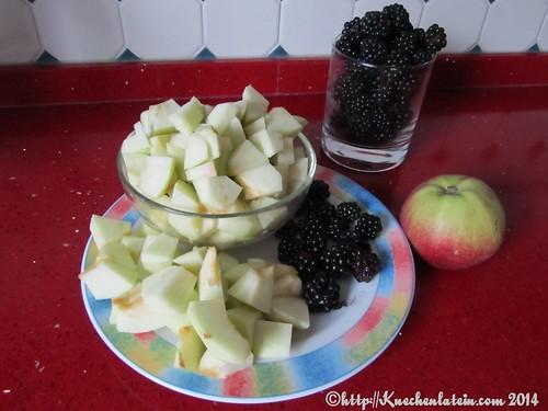 ©Zutaten umgedrehter, gedämpfter Brombeer-Apfel-Pudding