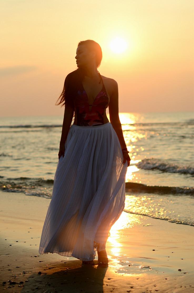 DSC_6976 Tony Cohen, White pleated maxi skirt, Hunkemoller bathingsuit