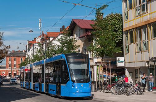 2807 fährt durch die Gleichmannstraße