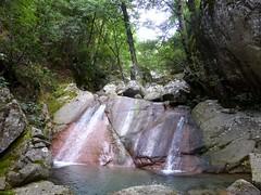Dans la remontée du lit du Pulischellu : une des cascades)