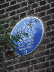 Photo of Geoffrey Jellicoe blue plaque