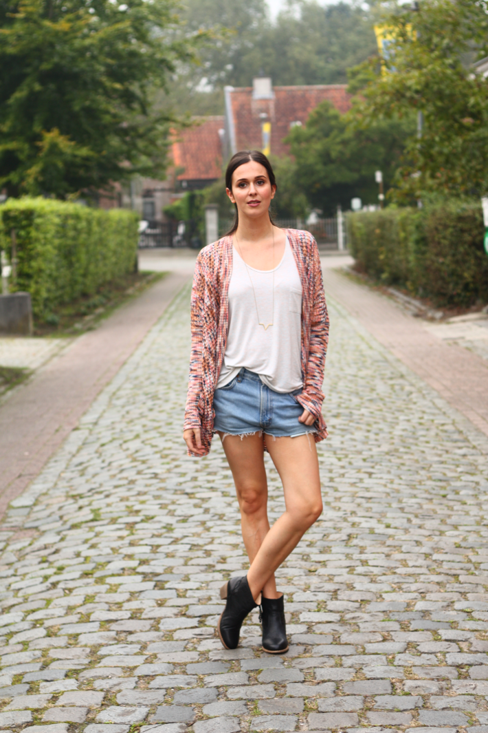 outfit casual levis shorts boho cardigan