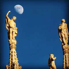 Rise up #Milan #Sky #Moon #Blue #Duomo