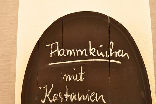 Neustadt an der Weinstraße Pfalz Altstadt Fachwerkhäuser Spezialität im Herbst Flammkuchen mit Kastanien Foto Brigitte Stolle