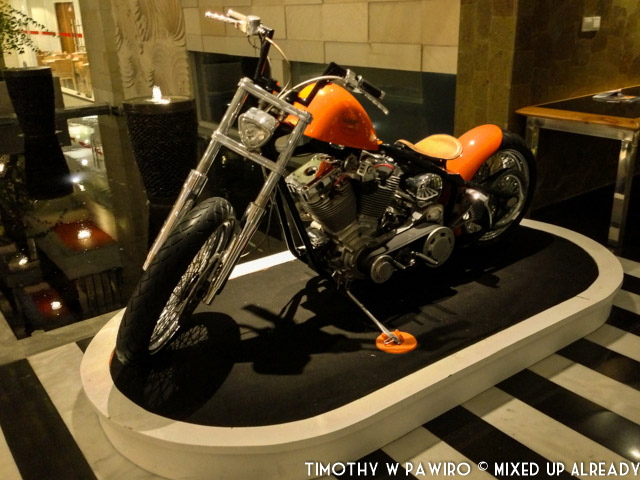 Indonesia - Bali - Harris Hotel Bukit Jimbaran - Decoration - Big motorcycle bike (02)