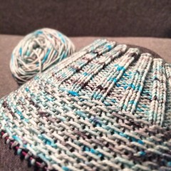 Happy Sunday :) #knitting on my FreezerBot Toque and finishing a good book. #spunrightround #robotsinthefreezer