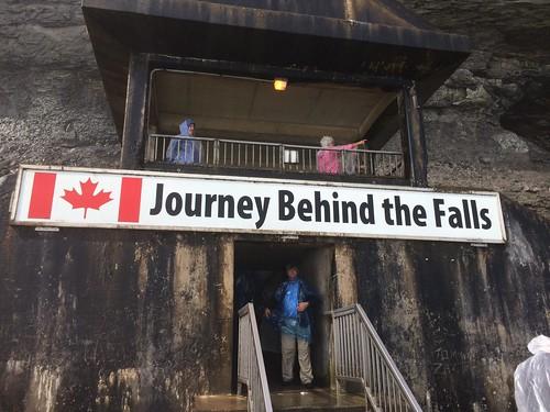 Journey Behind the Falls(ジャーニー・ビハインド・ザ・フォールズ)