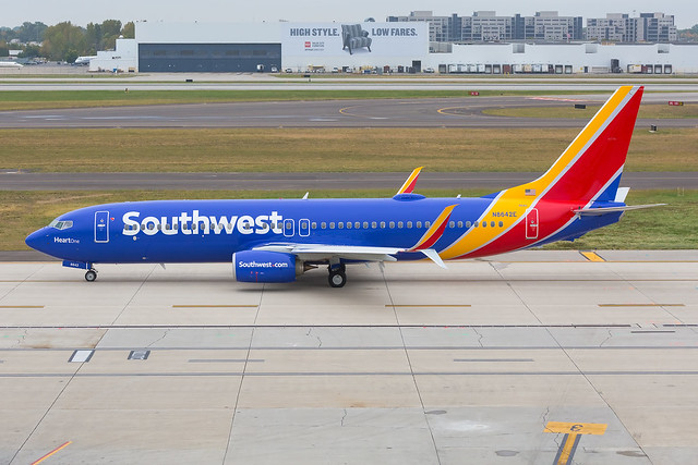 """Southwest Airlines """"Heart One"""" // Boeing 737-8H4 // N8642E (cn 42525, ln 5022) // KCMH 9/30/14"""