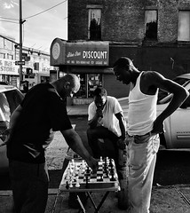 Check! / Streets of Melrose . . #SPicollective  #streetphotografy_bw #streetphoto_nyc #ig_street #ig_streetphotography #thecoolmagazine #nycspc #killeverygram #instagood #instmood #instagram #igstreets #bnw #bnw_captures #bnw_captures #bnwmood #bnw_of_our