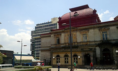 El Teatro Nacional y la Caja Costarricense del Seguro Social/ The National Theater and the Social Security System main building