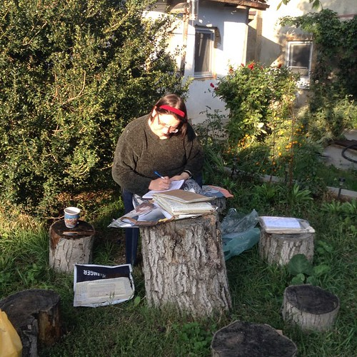 Гостья Аня, юрист и архивариус, занимается общественно-полезным трудом на благо усадьбе - делает опись моего архива #старыйкрым