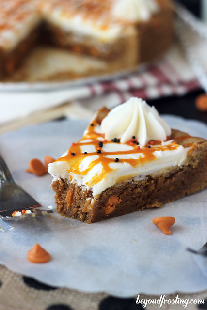 Pumpkin Spice Frosting Cookie Cake | beyondfrosting.com