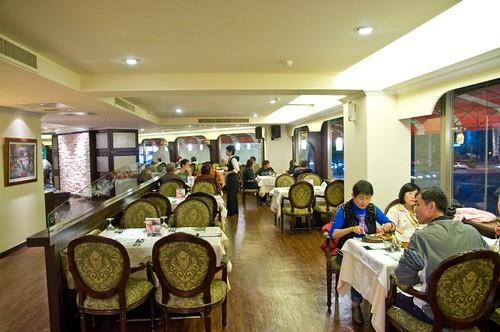 高雄新國際西餐廳的成長-改裝後用餐區一角