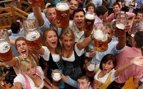 AL via i grandi festeggiamenti dell'Oktoberfest!